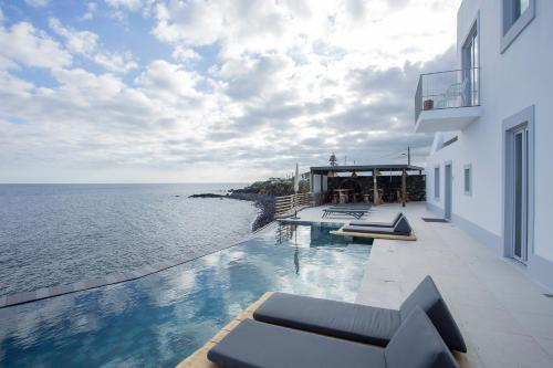 White Exclusive Suites & Villas