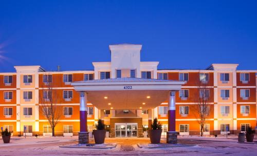Holiday Inn Express and Suites St. Cloud